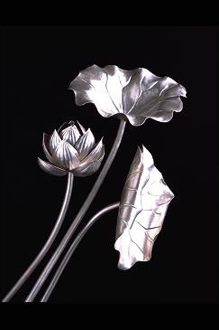 s_silver_plate_lily_leaf02.jpg